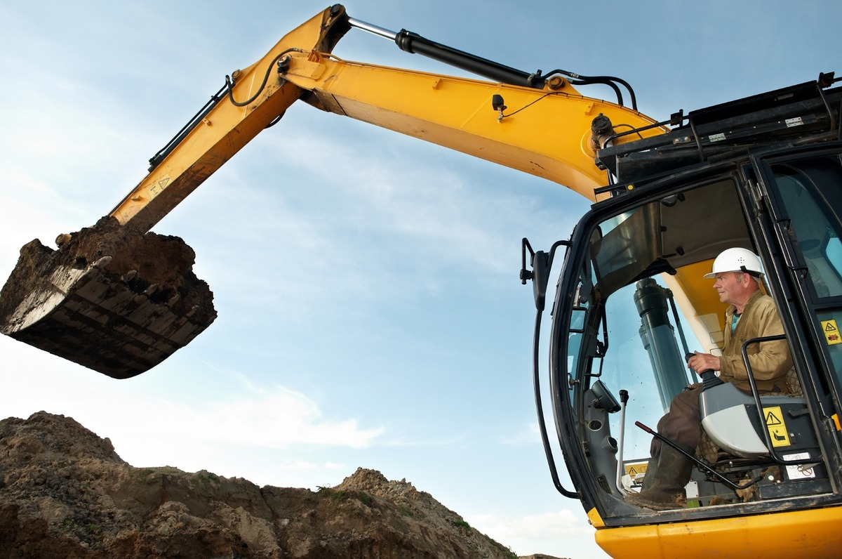 Ambert TP vous fournit des engins de chantier avec chauffeur